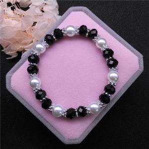 Jewelry - Pearl Black Crystal Glass Beaded Stretch bracelet!
